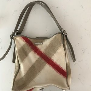 Burberry Bags - Burberry Tote with detachable pouch